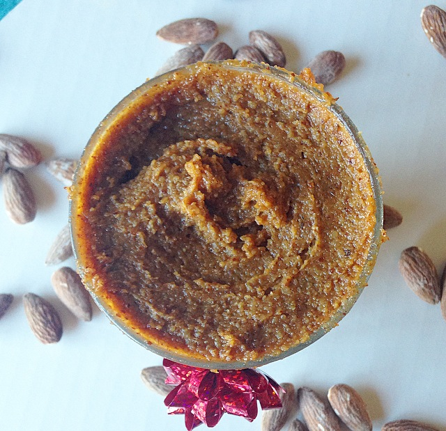 You'll want to spread this delicious Pumpkin Salted Caramel Almond Butter on everything! It's AMAZING and you would never guess that it's healthy!